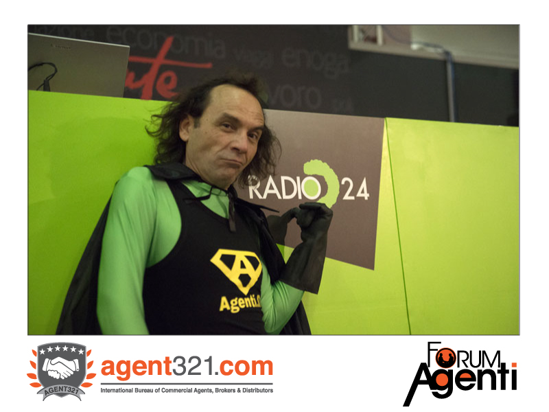 Capitan Agenti breaks in during Radio 24 live broadcasting