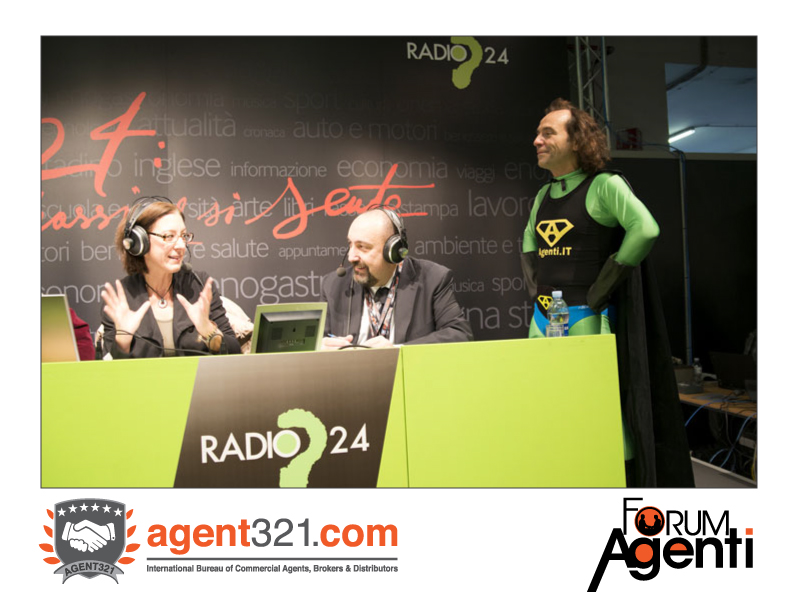 Capitan Agenti breaks in during Radio24 live broadcasting